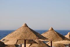 Sun umbrellas at the beach Royalty Free Stock Photography