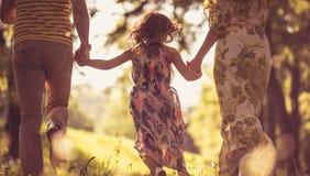 Sun und ein schöner Familientag lizenzfreie stockfotografie