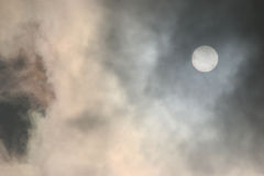 Sun und Wolken Lizenzfreies Stockbild