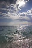 Sun und Wolken auf einem Strand Stockfotografie