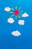 Sun und Wolkenpapierhandwerksgrafik Lizenzfreie Stockbilder