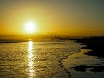 The Sun uppsättning på den Coronado stranden i San Diego i Juni Arkivbilder
