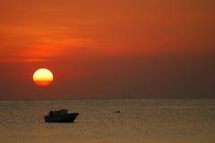 Sun va vers le bas sur Zanzibar Images libres de droits