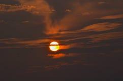 Sun vermelho no por do sol Fotos de Stock
