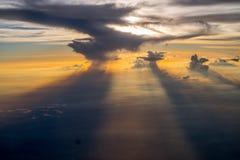 Sun versteckt in den Wolken Lizenzfreie Stockfotos