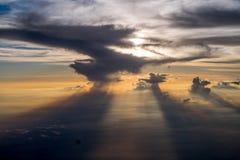 Sun versteckt in den Wolken Stockfotografie