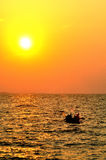 Sun y barco Foto de archivo libre de regalías
