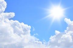 Sun y nubes Foto de archivo