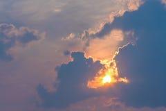 Sun y nubes en el cielo Foto de archivo