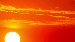 Sun y nubes - timelapse. 4K. HD LLENO, 4096x2304. almacen de metraje de vídeo
