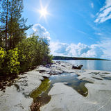 Sun y orilla de la piedra Fotografía de archivo libre de regalías