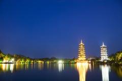 Sun y pagodas de la luna, Guilin, China Foto de archivo