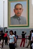 Sun-YatSen Portrait und chinesisches enthusiastisches Mädchen Stockbild