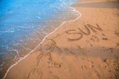 Sun-Zeichen auf Strand lizenzfreie stockbilder