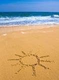 Sun-Zeichen auf Strand Lizenzfreies Stockbild