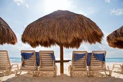 Sunbath na praia Fotografia de Stock