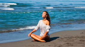 Sunbath by the sea Royalty Free Stock Photography