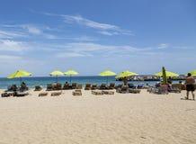 Sunbathers на пляже St Maarten стоковое изображение