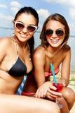 Sunbathers mignons Photographie stock