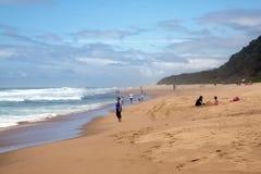 Sunbathers sur Brighton Beach, Durban Afrique du Sud photographie stock libre de droits