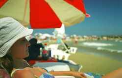 sunbathing женщина Стоковые Изображения