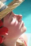 sunbathing женщина стоковые фотографии rf