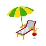 Sunbead med paraplyet och coctailen Arkivbilder