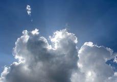 Sunbeam através do embaçamento no céu azul Imagens de Stock Royalty Free