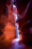 Sunbeam brillant dans le canyon d'antilope photographie stock