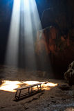 Sunbeam dans la caverne Photos stock