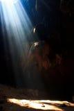 Sunbeam dans la caverne Photographie stock libre de droits