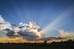 Sunbeam le soir images libres de droits