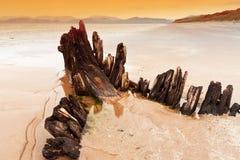 Sunbeamlieferungswrack auf irischem Strand Lizenzfreie Stockbilder