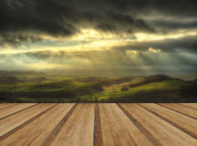 Sunbeams över stor hed i maximal områdesnationalpark i höst royaltyfri fotografi