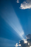 Sunbeams azuis #2 das nuvens dos skys Fotos de Stock