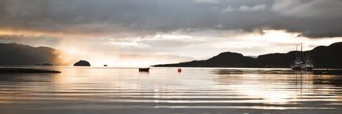 Sunbeams im Nebel Lizenzfreie Stockfotografie