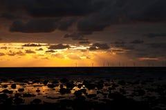 Sunbeams nad windfarm Obrazy Stock