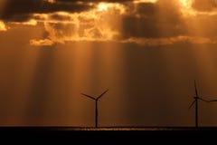 Sunbeams nad windfarm Zdjęcie Royalty Free