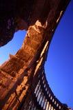 Sunbeams nos arcos do amphitheatre romano fotos de stock royalty free