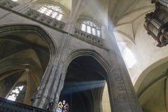 Sunbeams wśrodku katedry Obrazy Stock