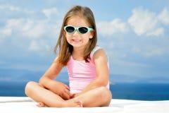 sunbed的可爱的女孩 图库摄影