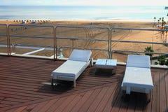 Sunbed auf Dach nach Regen Lizenzfreie Stockbilder