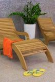 Sunbed con il tovagliolo arancione Fotografia Stock
