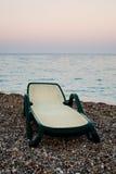 Sunbed op strand van het overzees Royalty-vrije Stock Fotografie