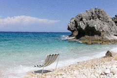 Sunbed sur la plage Photographie stock libre de droits