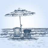 Sunbeds και ομπρέλα στην παραλία ελεύθερη απεικόνιση δικαιώματος