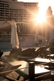 Sunbeds бассейном Стоковые Фото
