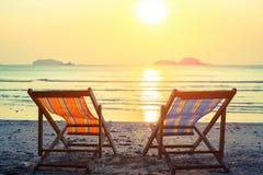 2 sunbeds на пляже моря Природа Стоковые Фотографии RF