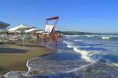 Sunbeds на пляже Стоковое Фото