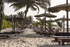 Sunbeds на пляже Стоковые Фотографии RF
